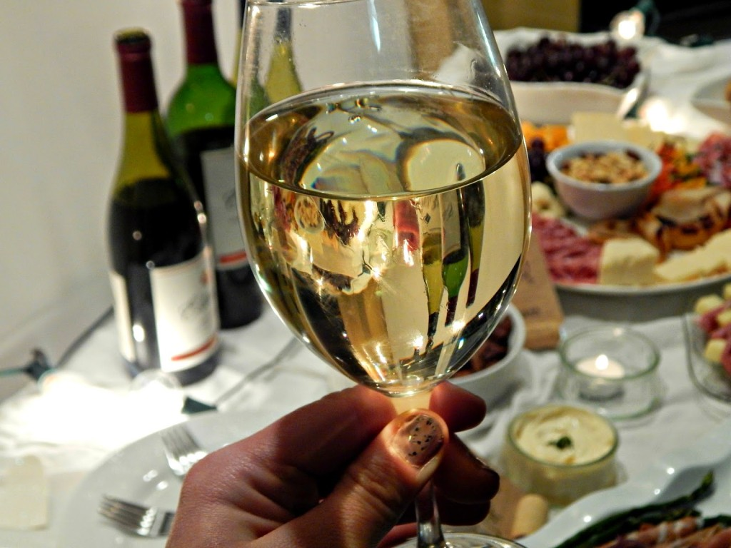 Msg 4 21+ How to have a Wine Tasting Date Night at home w/ @EstanciaWines #artofentertaining #ad