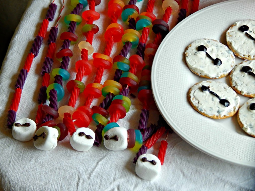 Big Hero 6 / DIY Baymax Candy Necklaces #BigHero6MovieNight #ad @Target