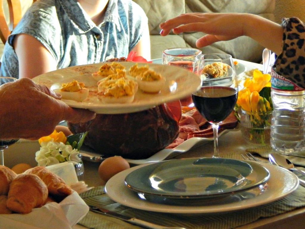 5 Ways to Make Your Easter Dinner More Memorable #HoneyBakedEaster #sp