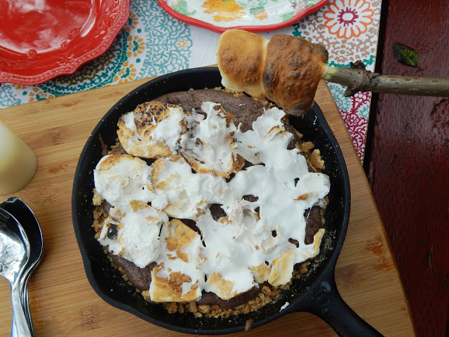 How to go glamping + a Simple Smore Mousse Recipe #fallglamping #glamping ad